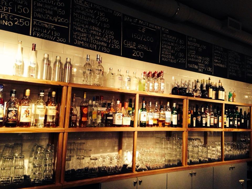 Мечи стаканы на стол: стильные бары Петербурга