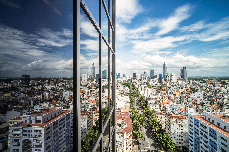 Хошимин: небоскребы и суперкары на фоне трущоб