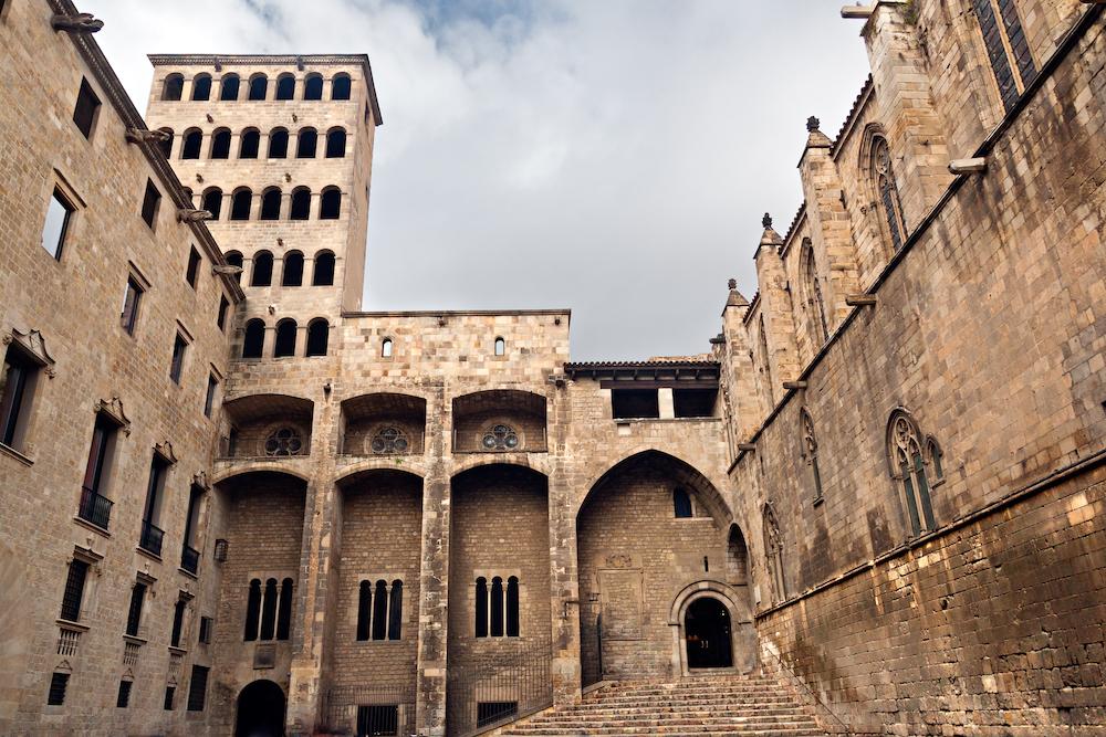 Архив Арагонской короны и Королевская площадь