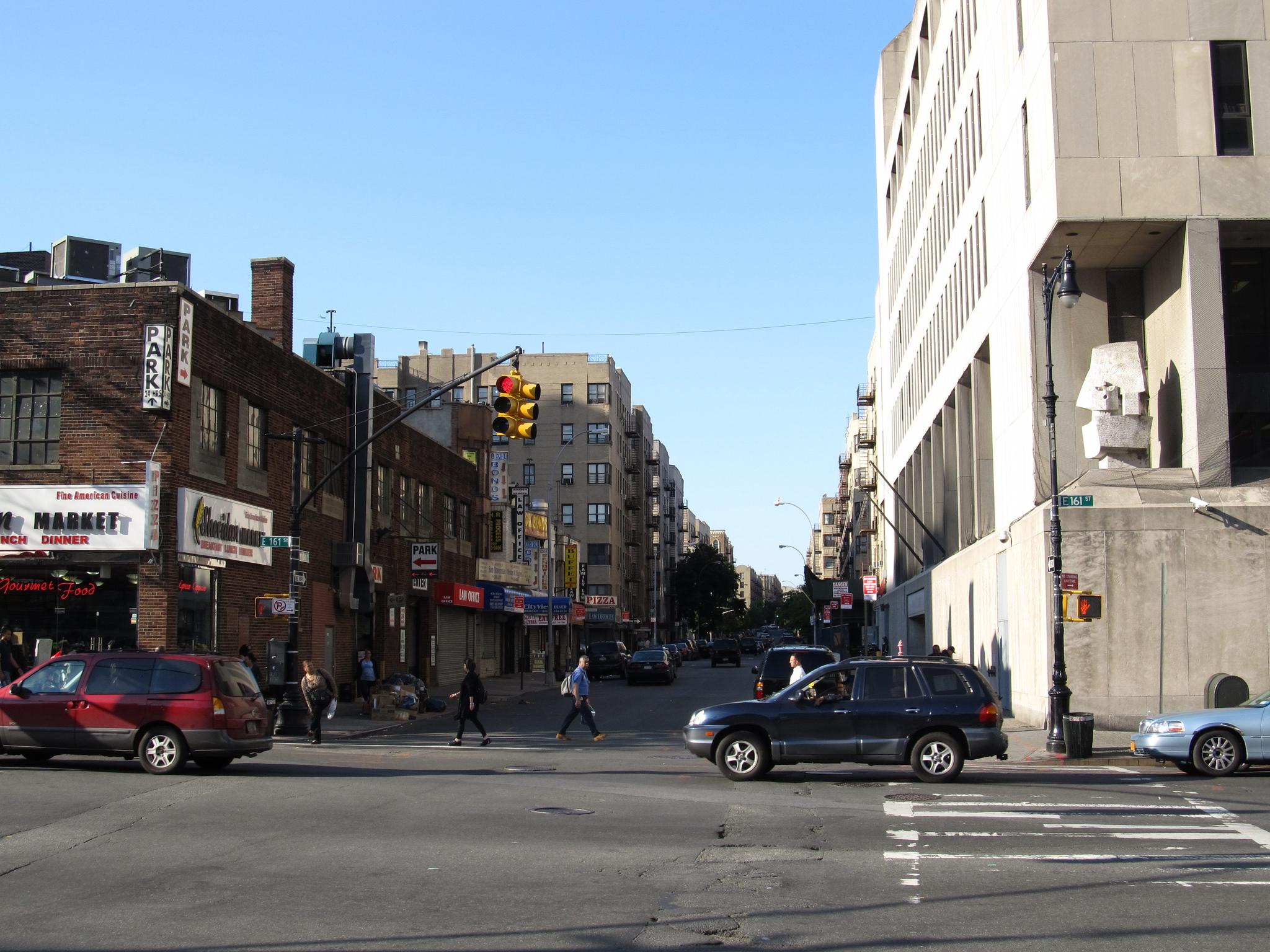 День в Бронксе