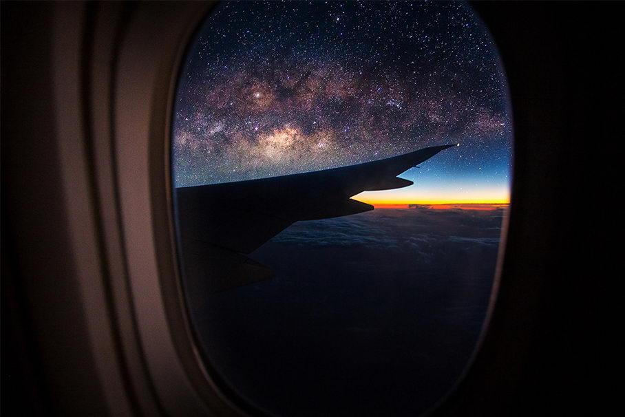 Куранты, фильмы, хоровод. Новый год на борту самолета