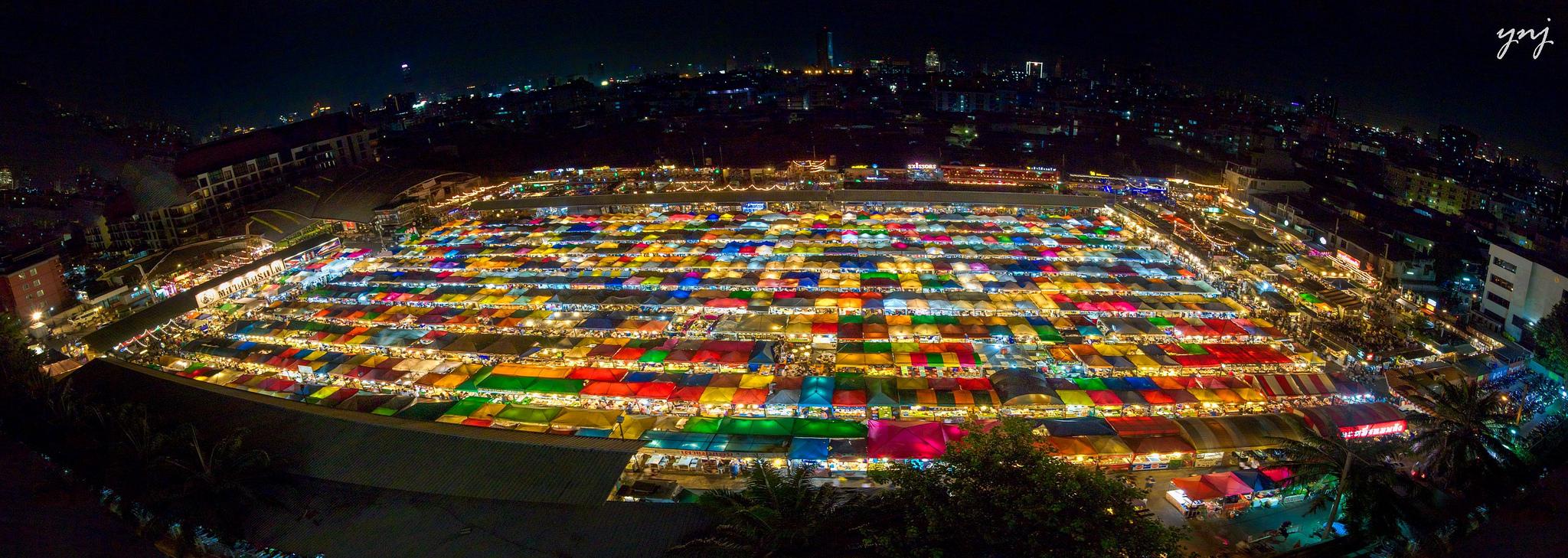 Рынок Rod Fai (Train Market)