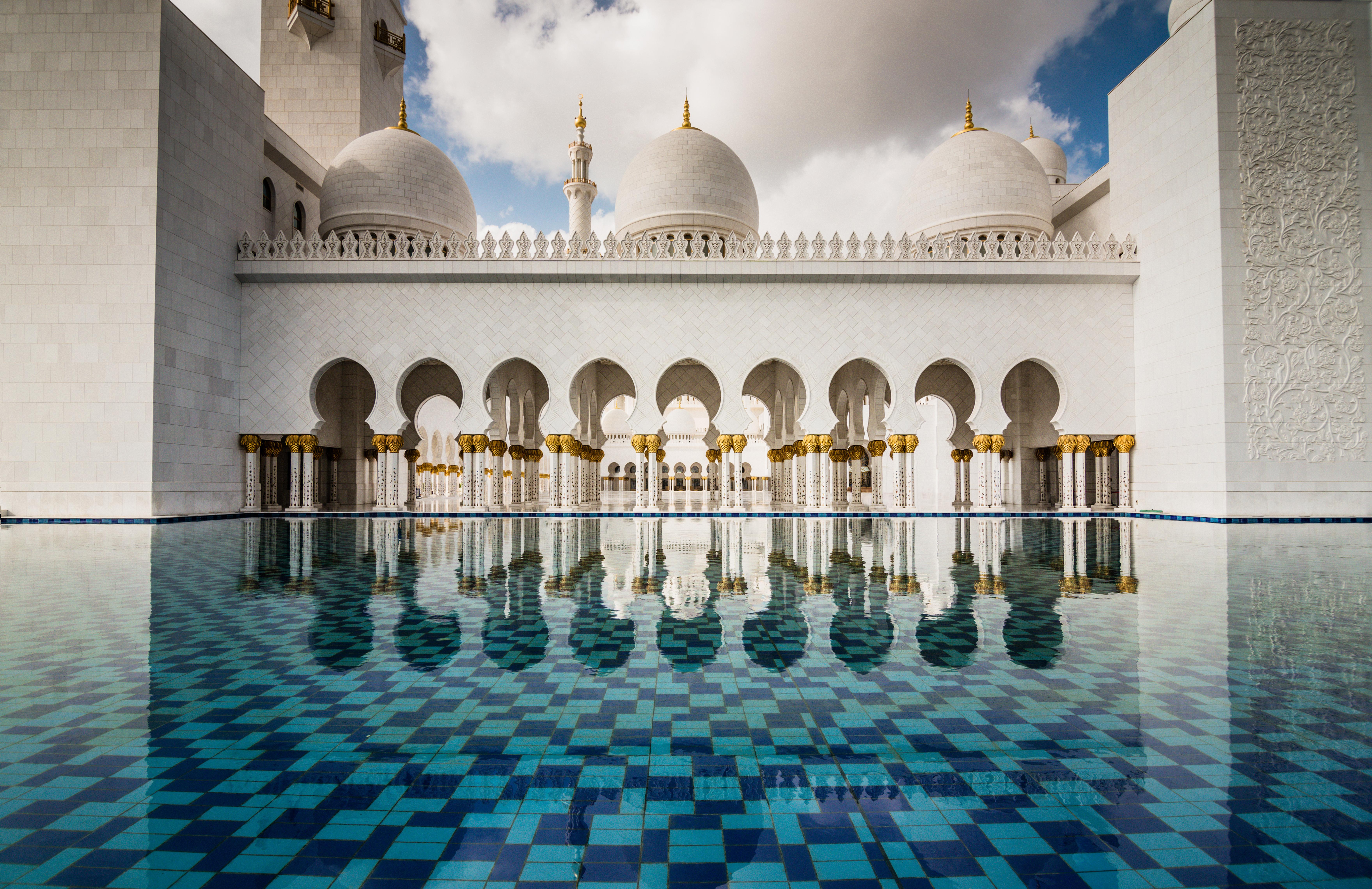 Демократичная сказка в Абу-Даби