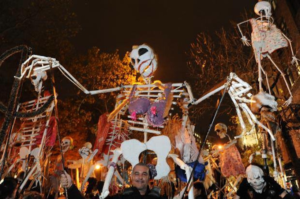 парад The Village Halloween