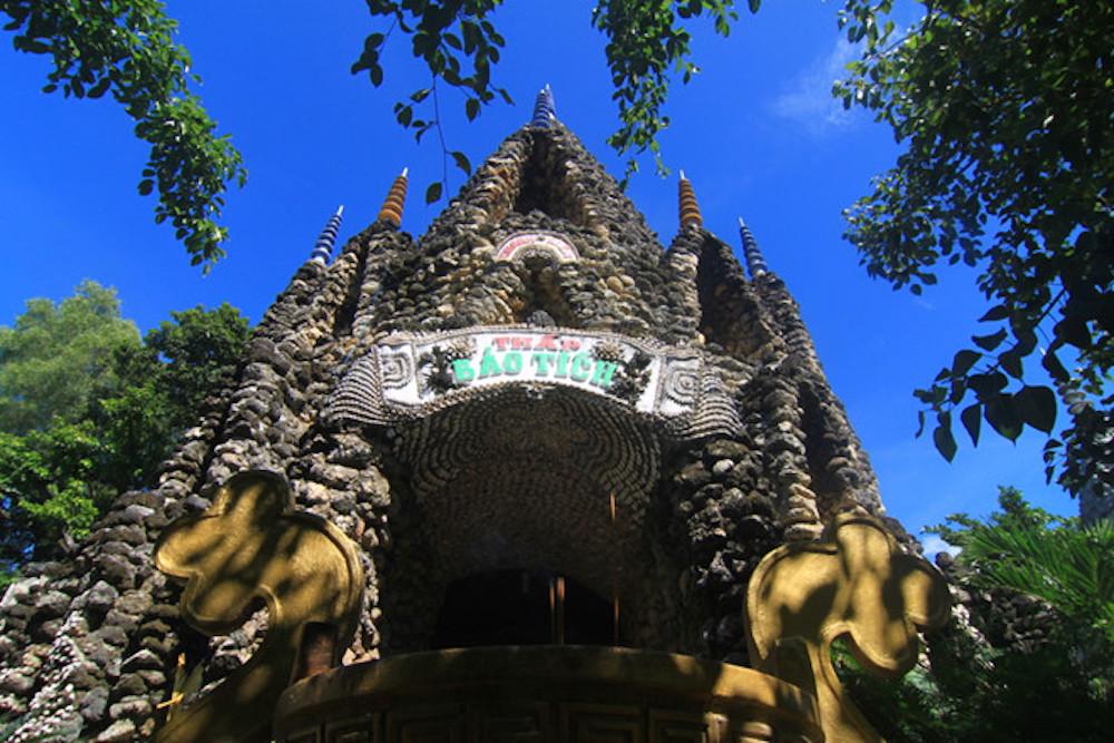 Пагода из морских раковин (Ừc Từ Vân Pagoda)
