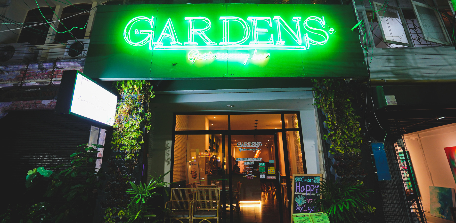 Gardens bar
