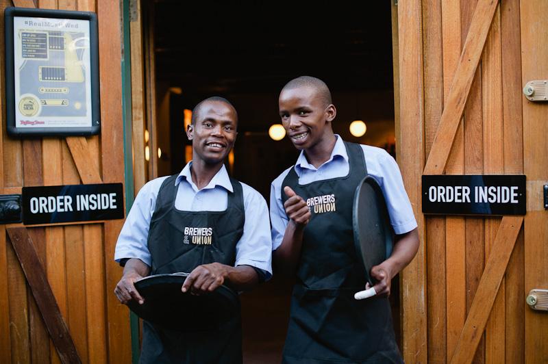 Ностальгия, секретность и пиво в церкви: бары Кейптауна