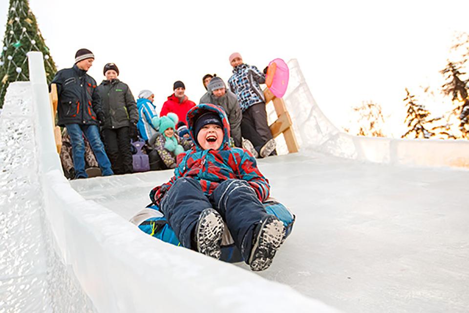 Ледяная горка в сквере Кирова
