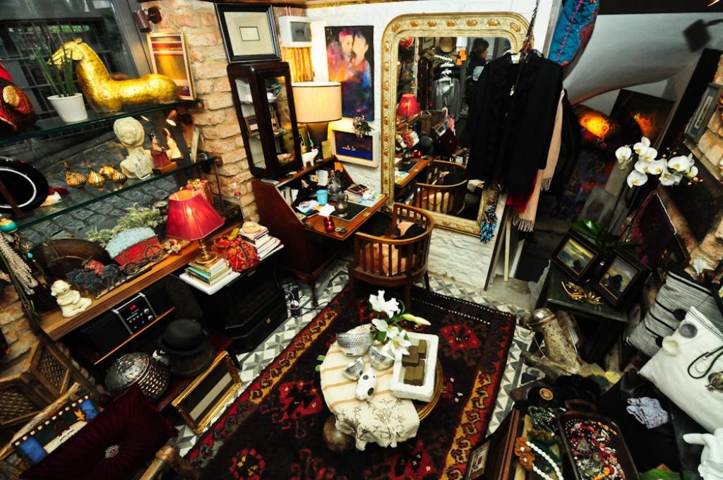 Sofa Art & Antiques