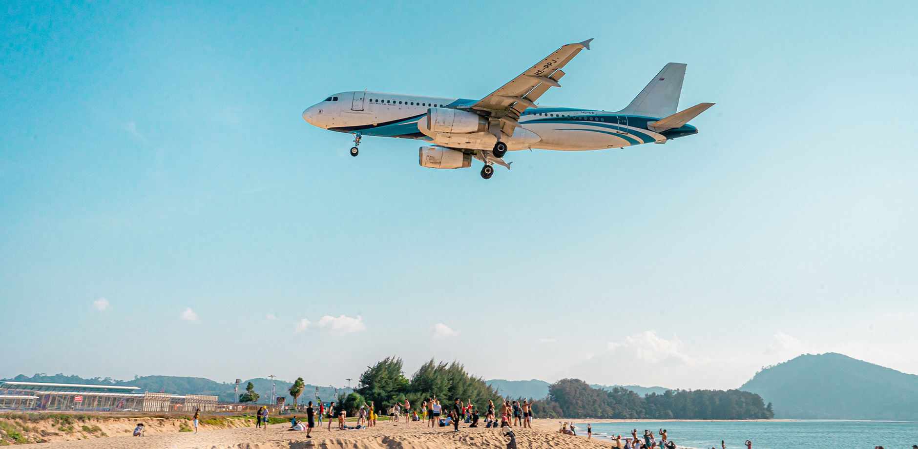 Пляж с самолетами Mai Khao beach